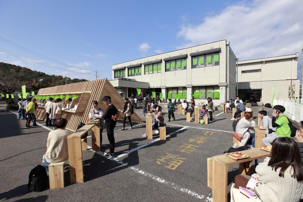関の工場参観日2019のインフォメーション会場(アピセ関)の写真。